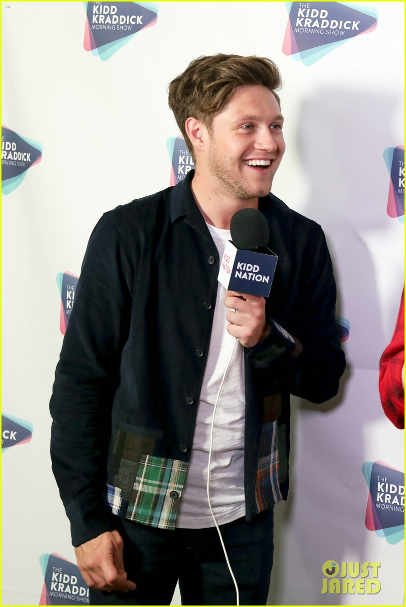 niall horan hailee steinfeld kesha and more hit the red carpet at kiss fms jingle ball 2017 03