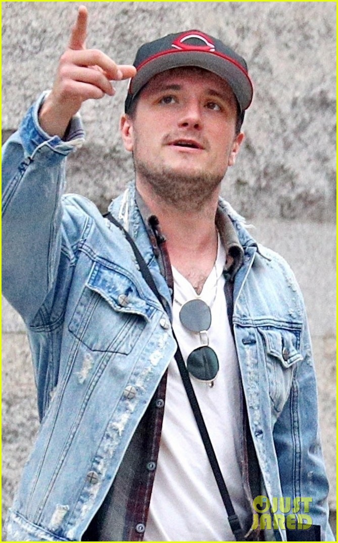 Josh Hutcherson Goes Apartment Hunting In Nyc Photo 3984133 Josh Hutcherson Pictures Just Jared Want to contribute to the show? just jared