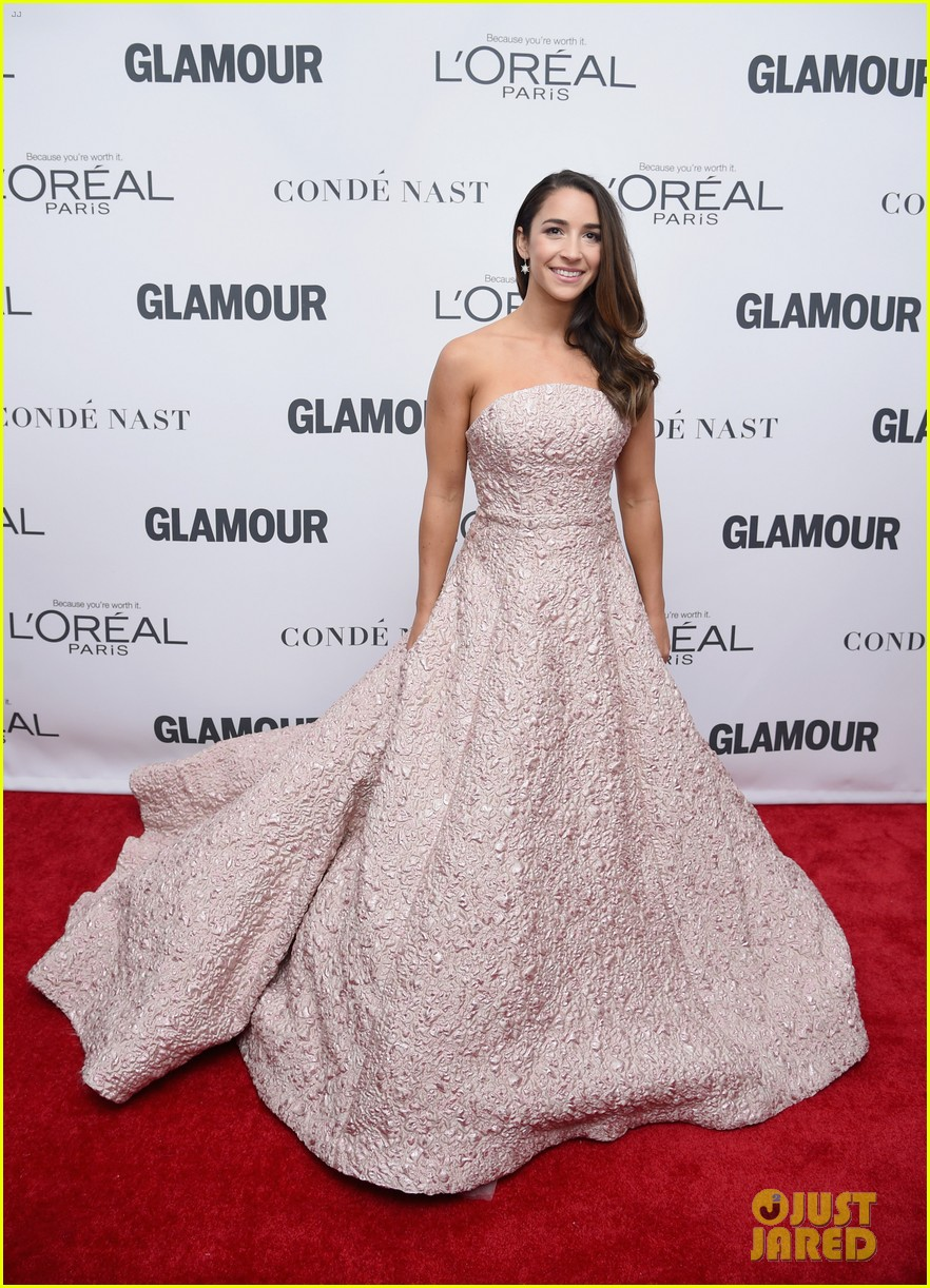 nick jonas and zendaya look sharp at glamours women of the year awards 2017 033987001