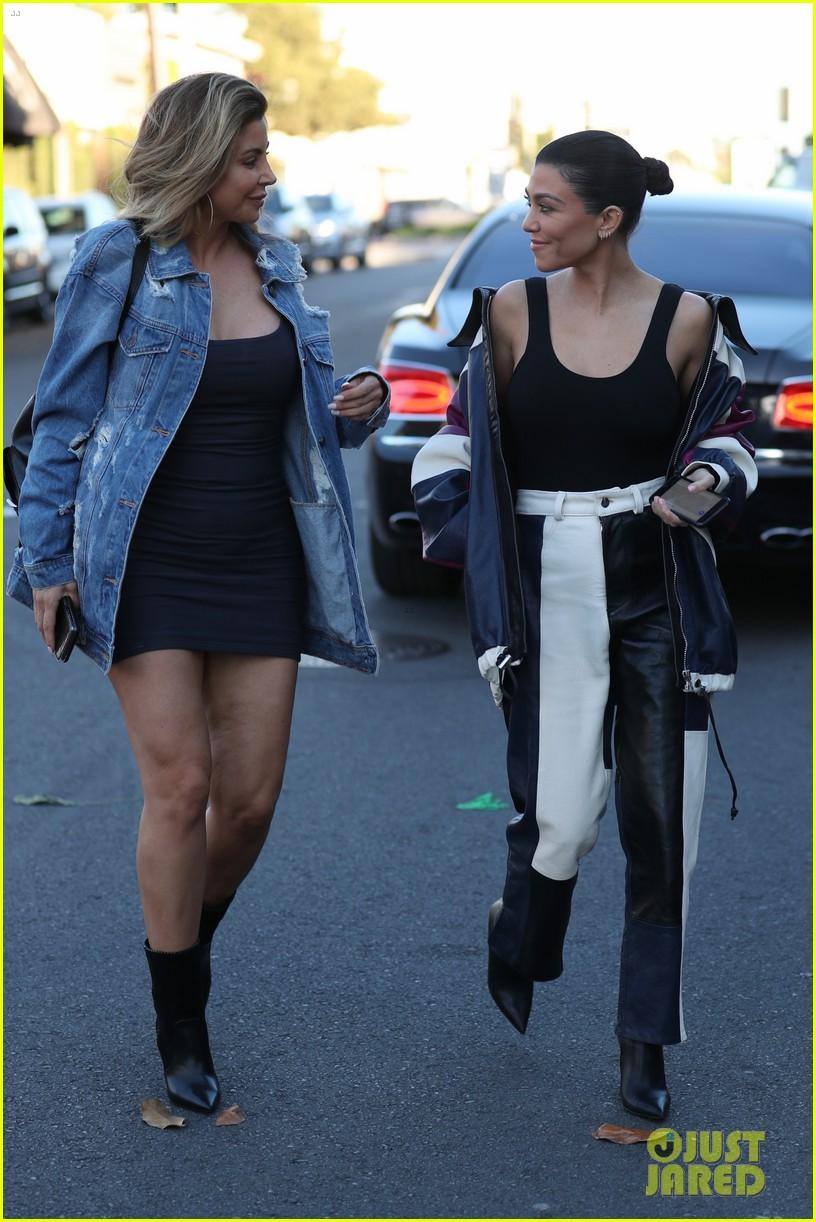 kourtney kardashian has a stylish day filming kuwtk2 043993182