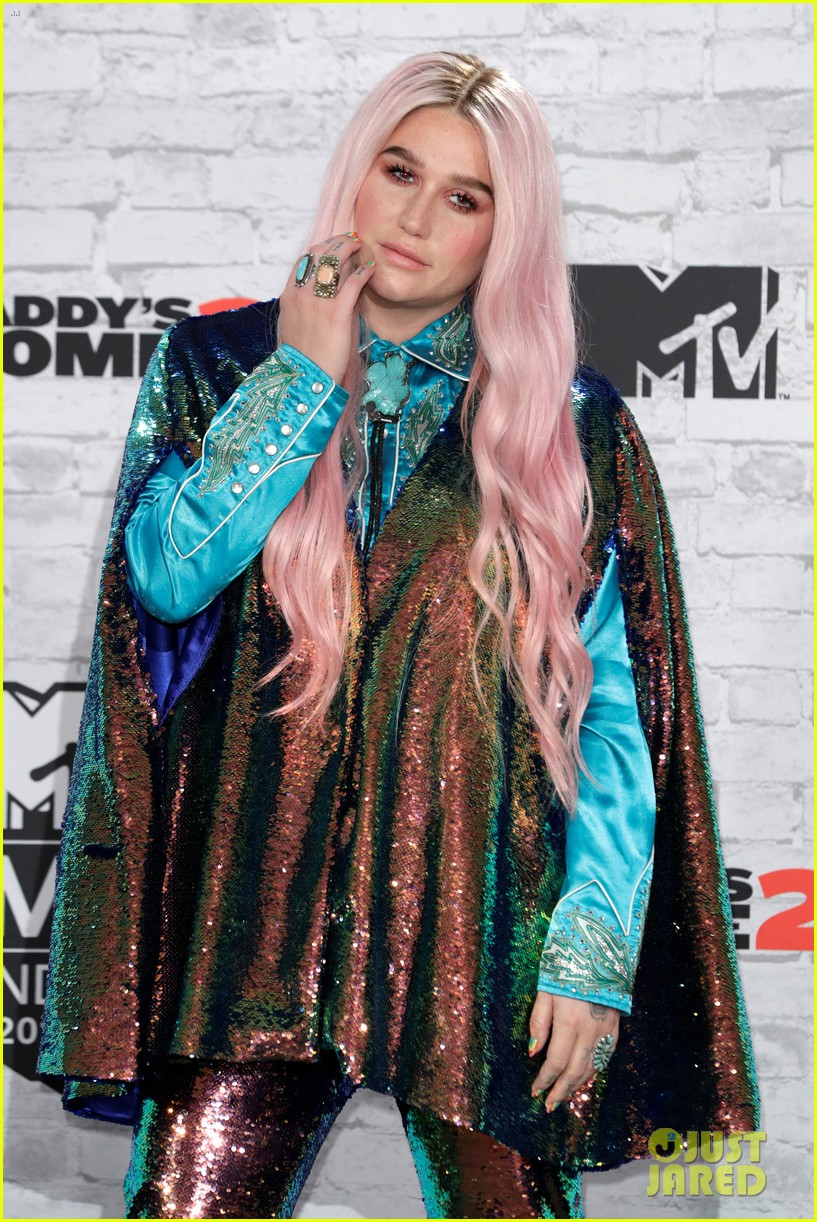 kesha performs learn to let go at mtv emas 2017 043986506