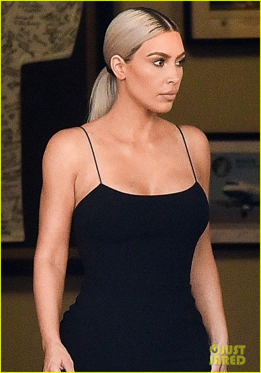 kim kardashian gets glam for serena williams wedding 013988788