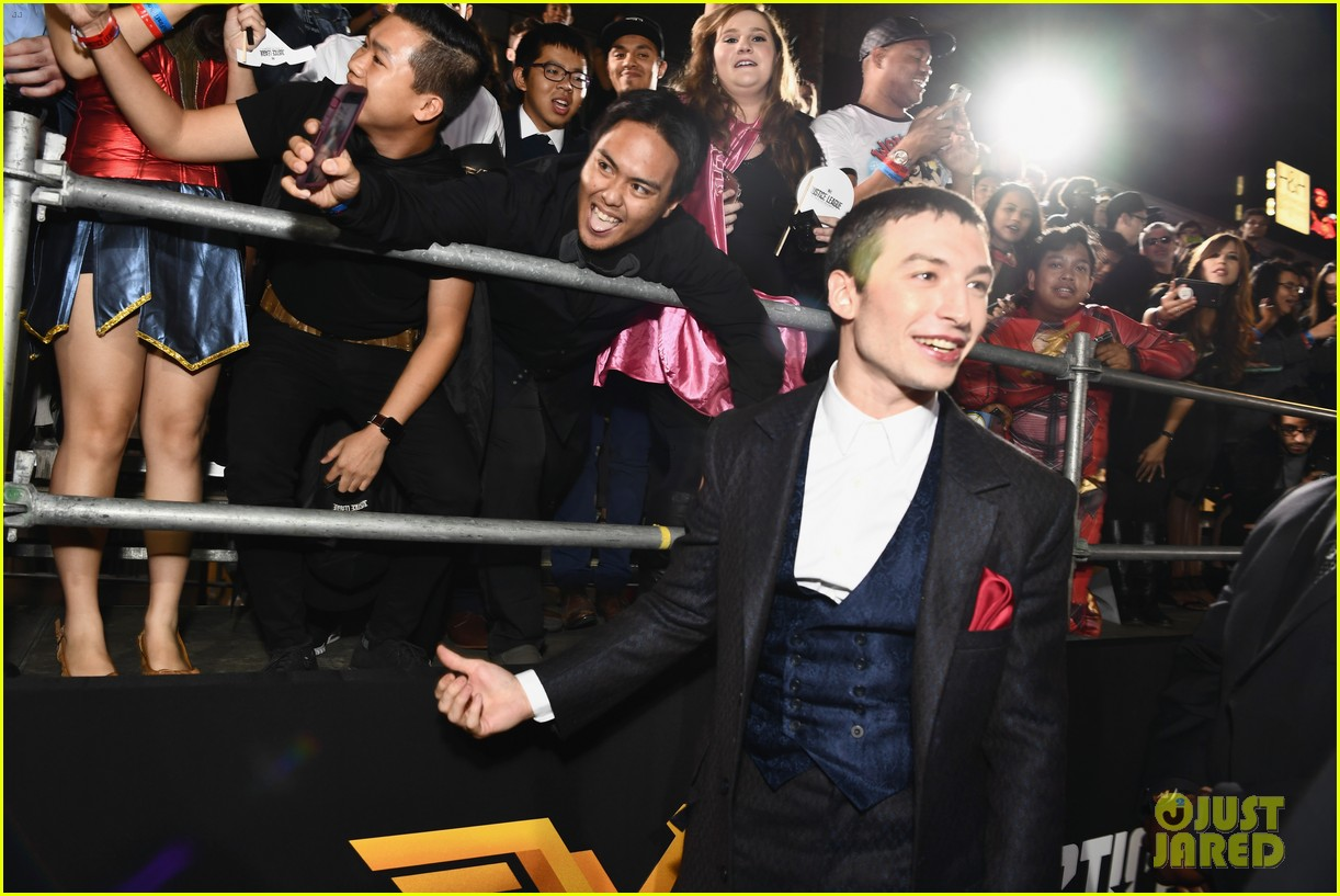 ezra miller and ray fisher join forces at justice league premiere 043987036