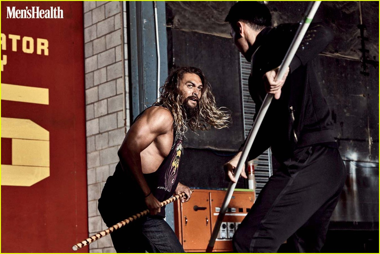 jason momoa mens health 2017 december 043987191