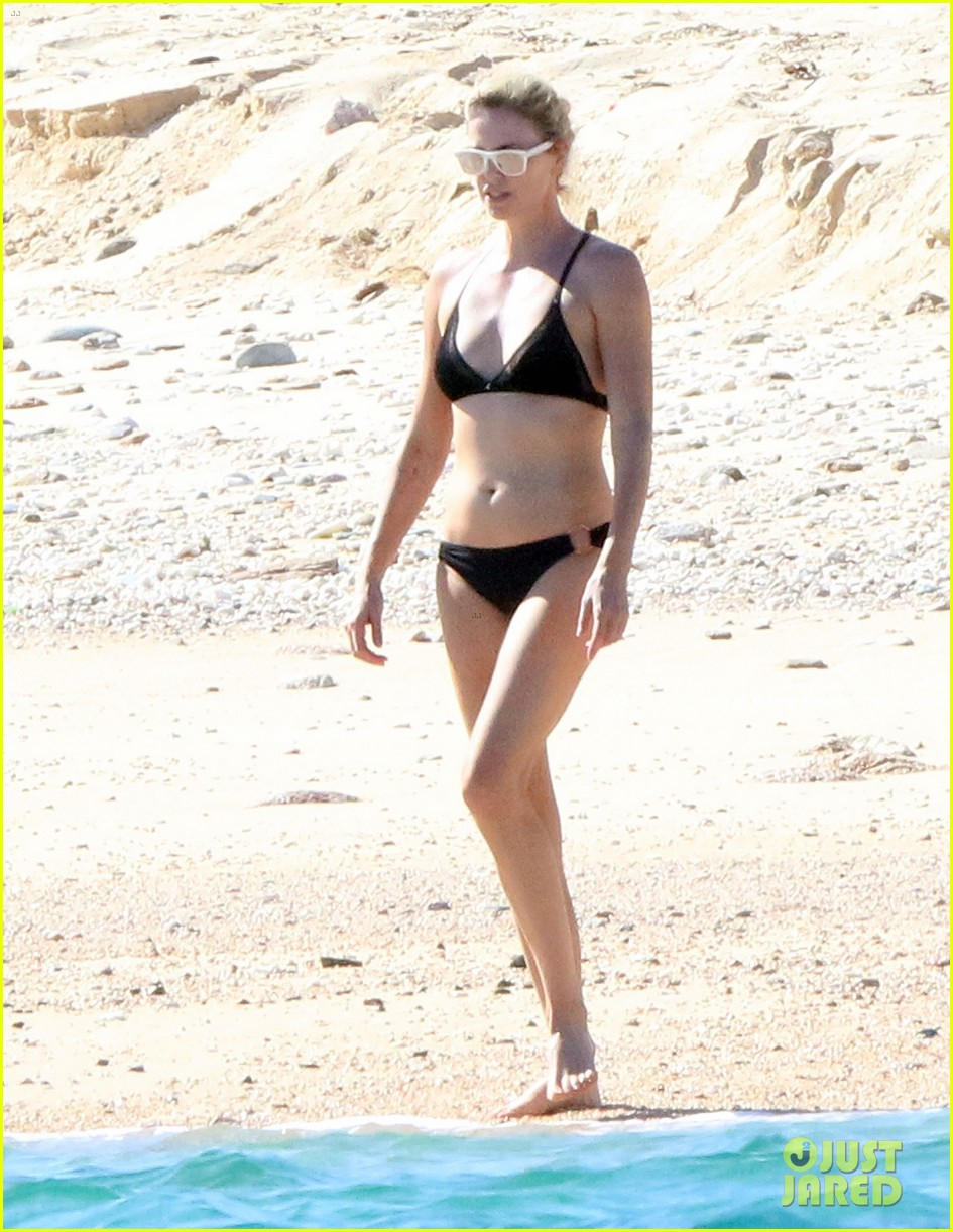 charlize theron hits the beach in cabo on thanksgiving day 013992042