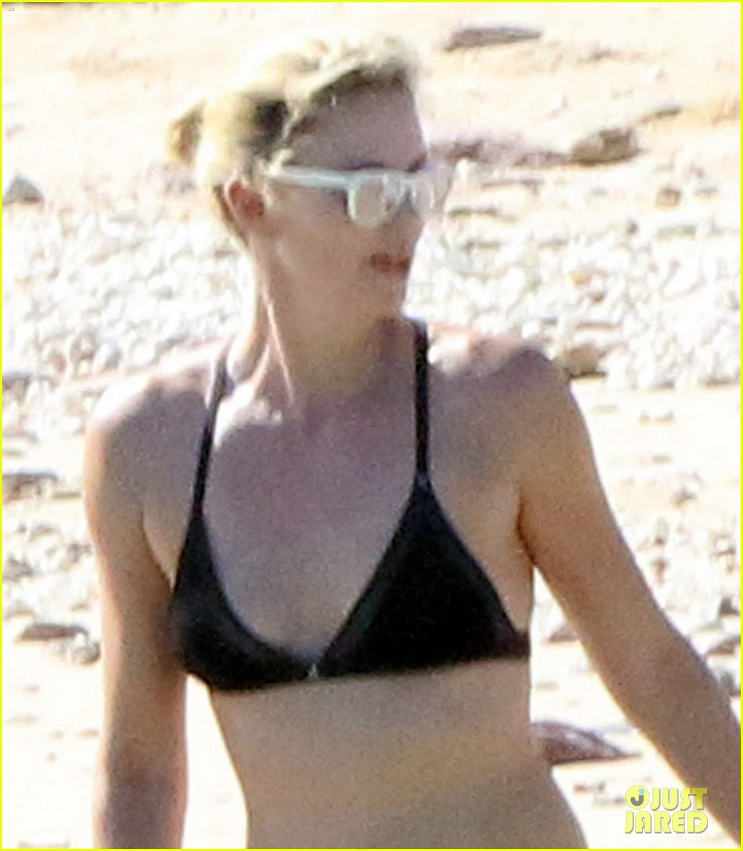 charlize theron hits the beach in cabo on thanksgiving day 043992045