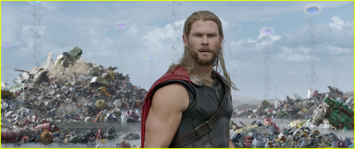new thor ragnarok pics shirtless chirs hemsworth 053981390