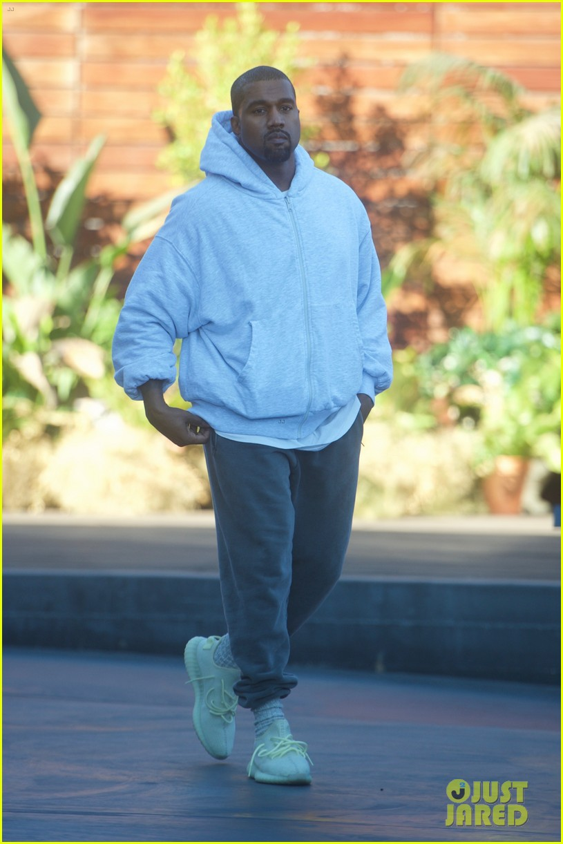 kanye west steps out to go shopping for black friday deals 053992161