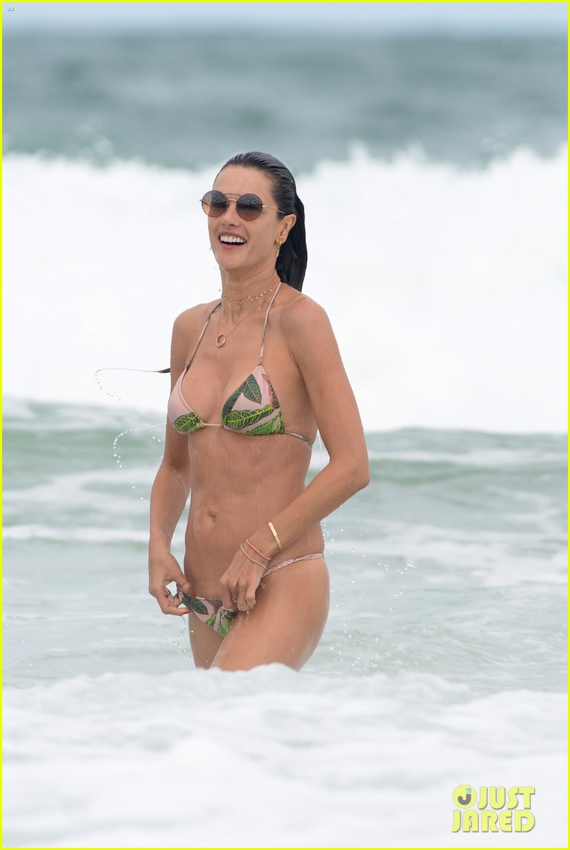alessandra ambrosio continues her beach vacation in brazil 044005445