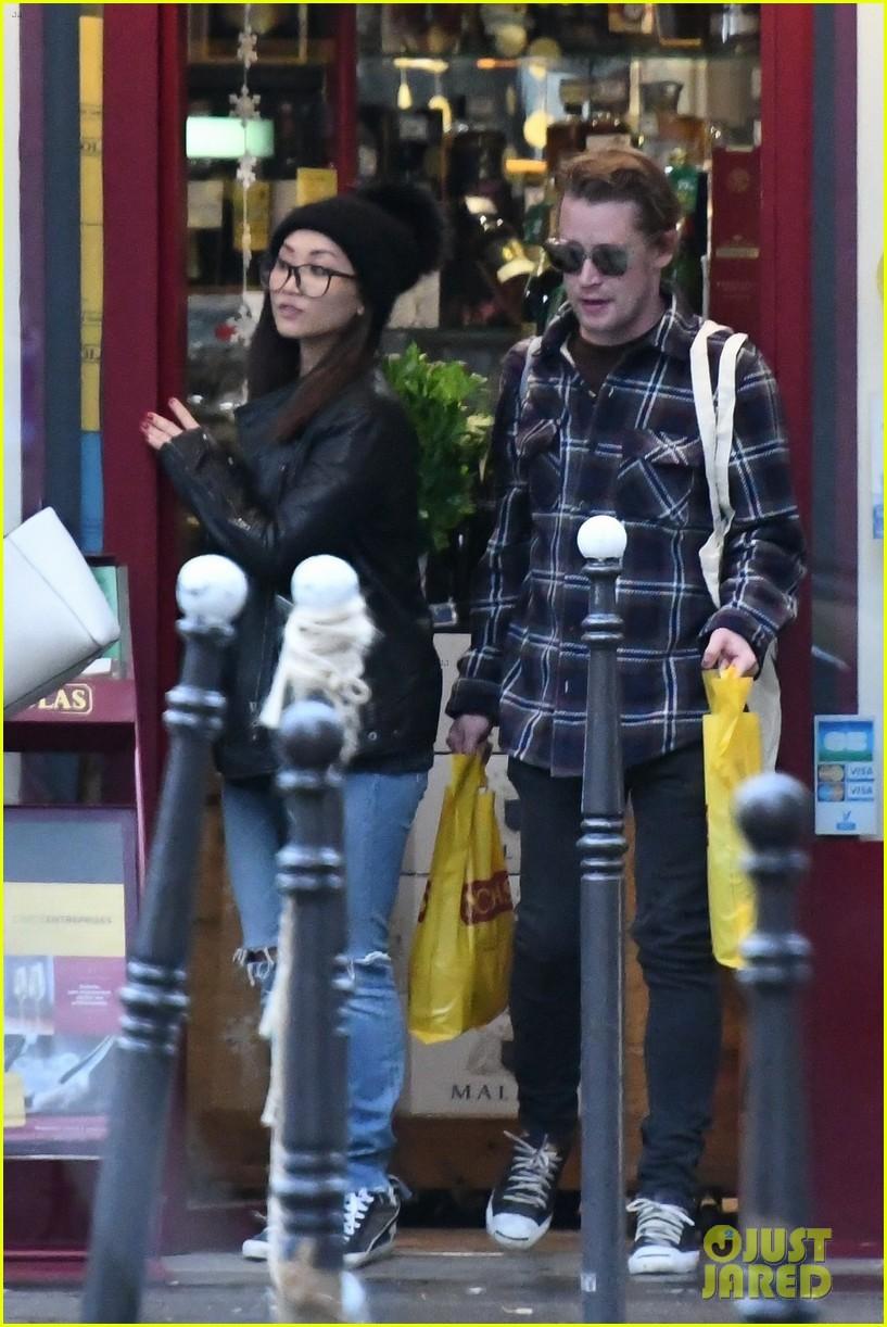 macaulay culkin and brenda song go grocery shopping in paris 013999199