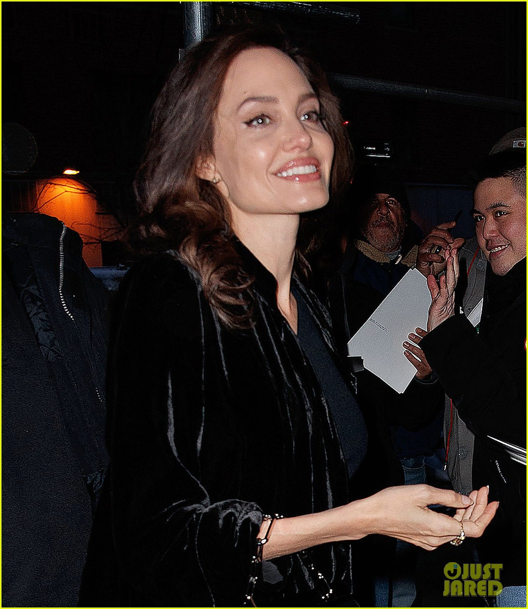 angelina jolie heads into an event 014001528