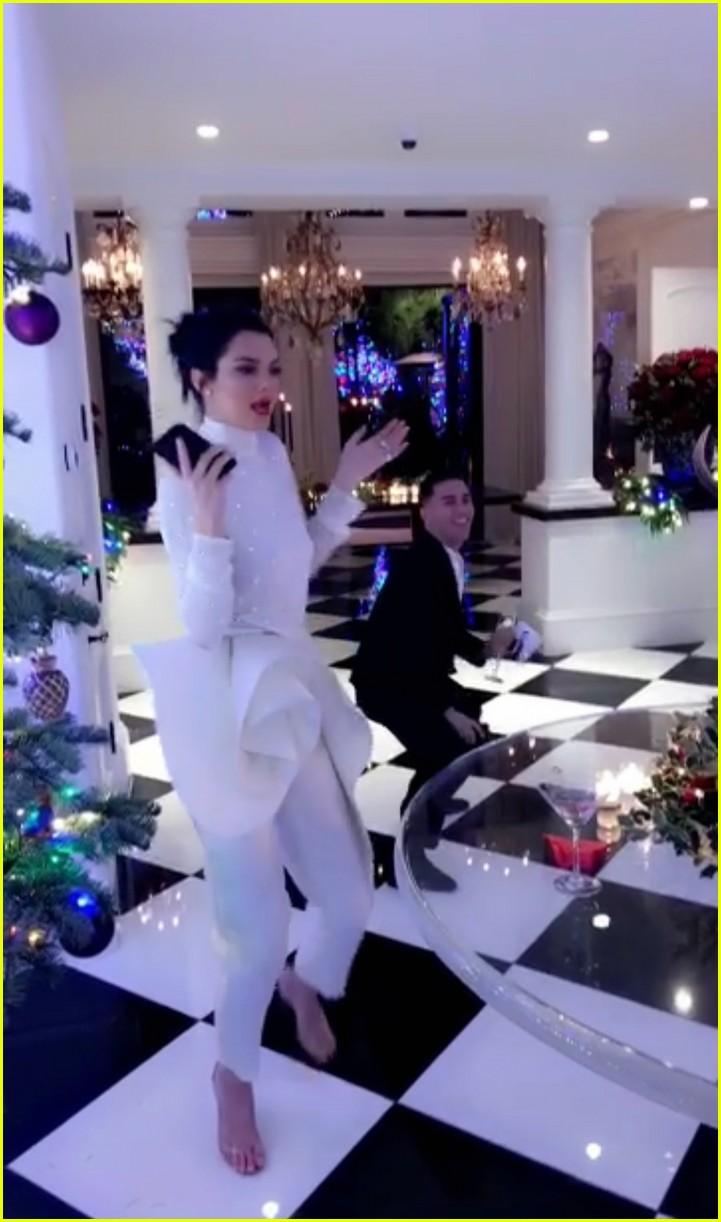 Khloe Kardashian Cradles Baby Bump At Christmas Eve Party Photo 4004269 2017 Christmas