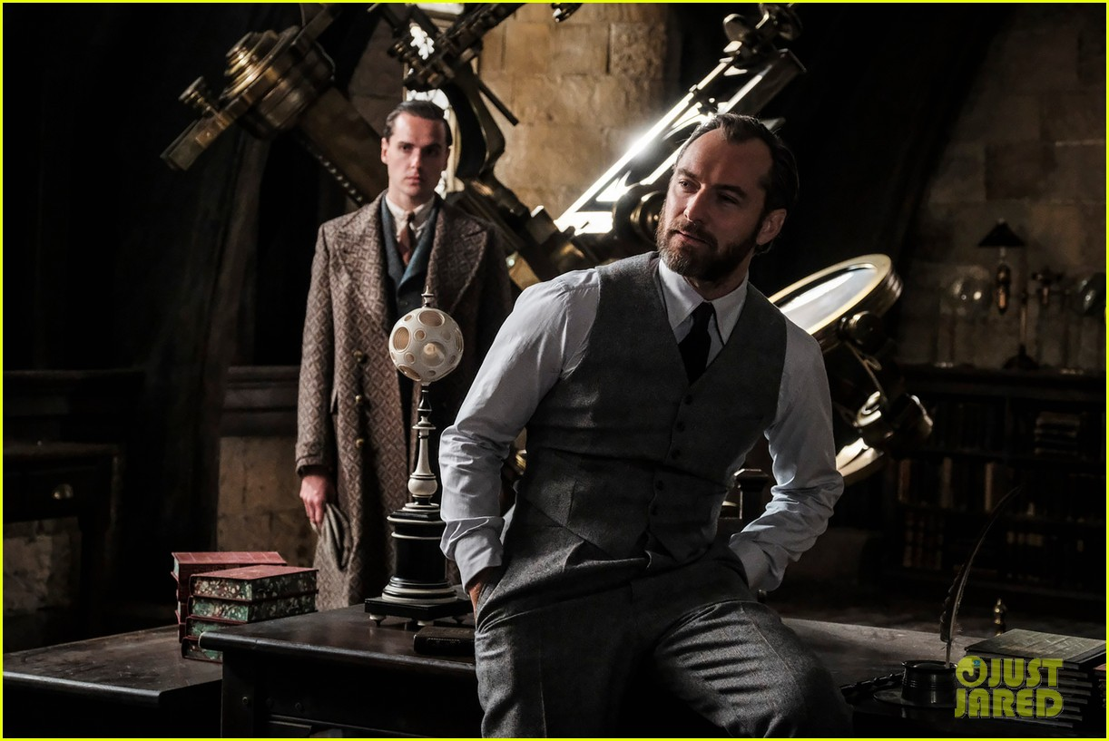 jude law johnny depp featured in new fantastic beasts the crimes of grindelwald images 044005619