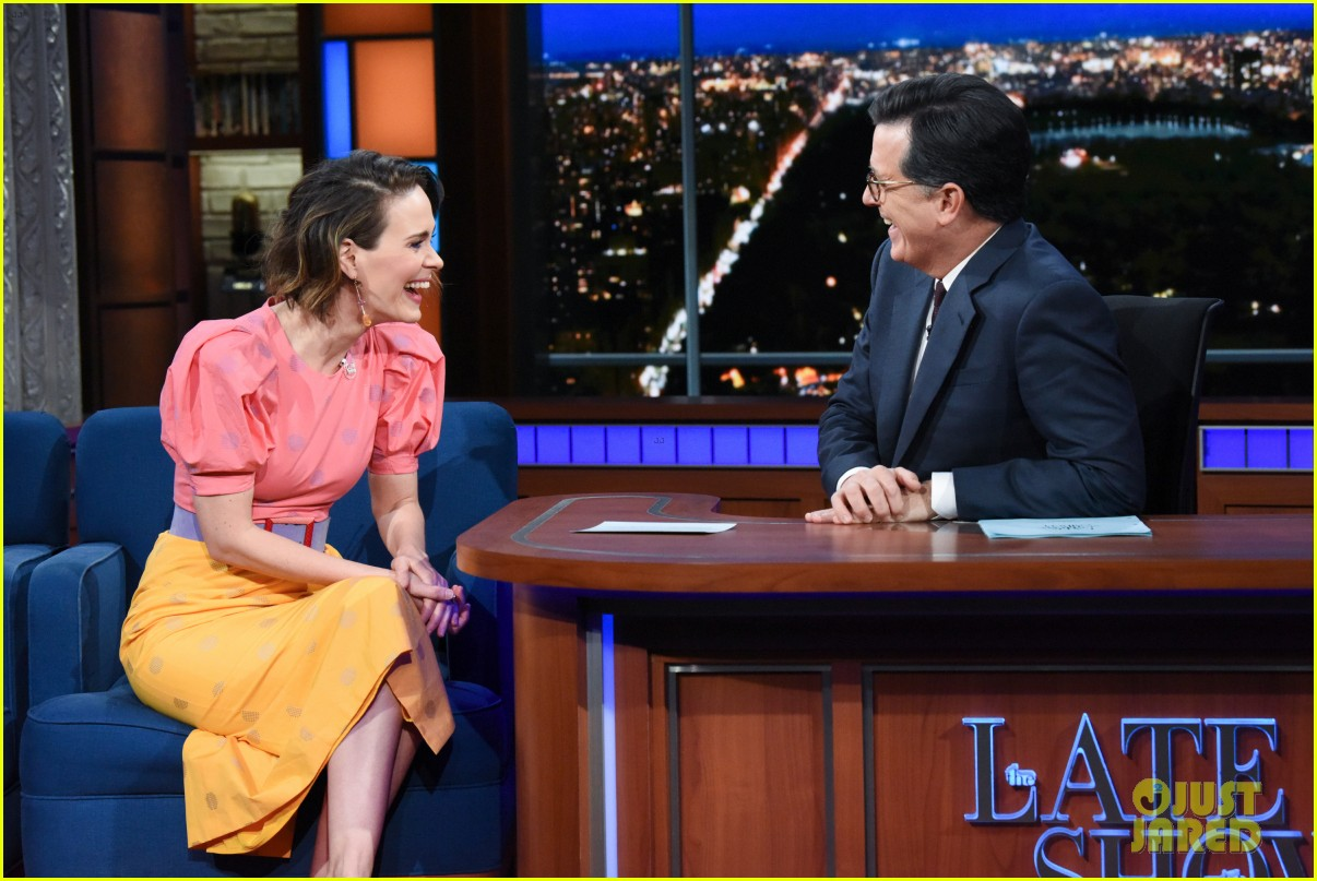 sarah paulson tells stephen colbert shes had twitchy eye since inauguration day 023999069