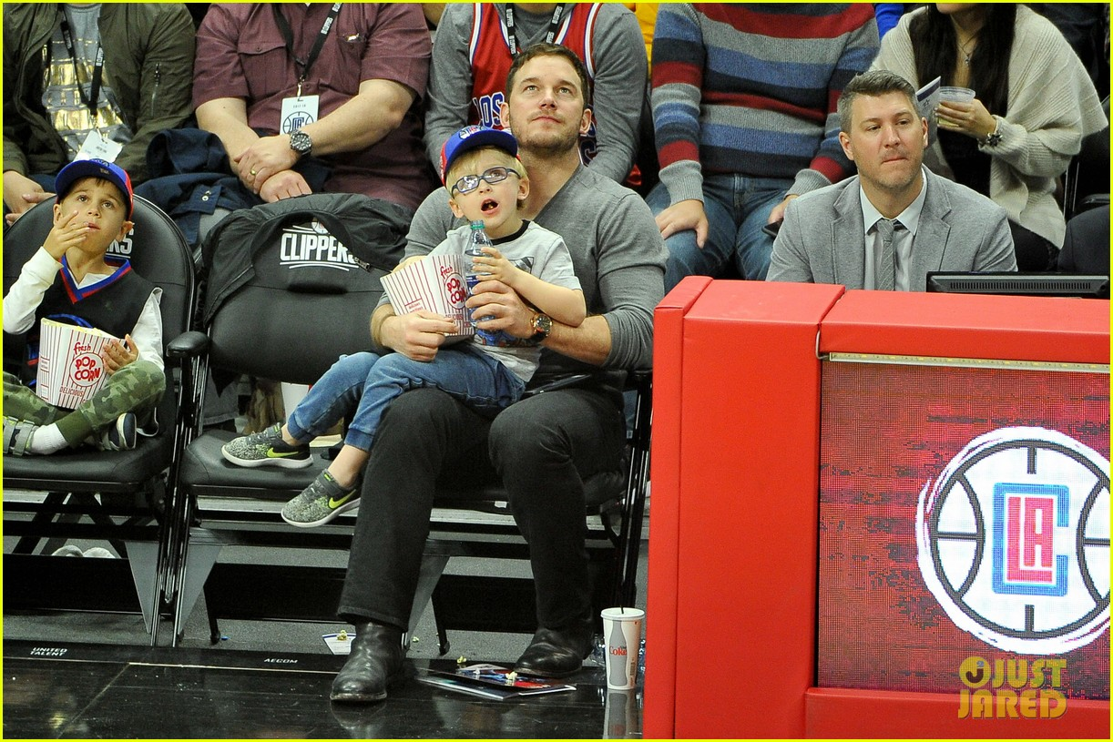 chris pratt son jack courtside seats clippers 053998163
