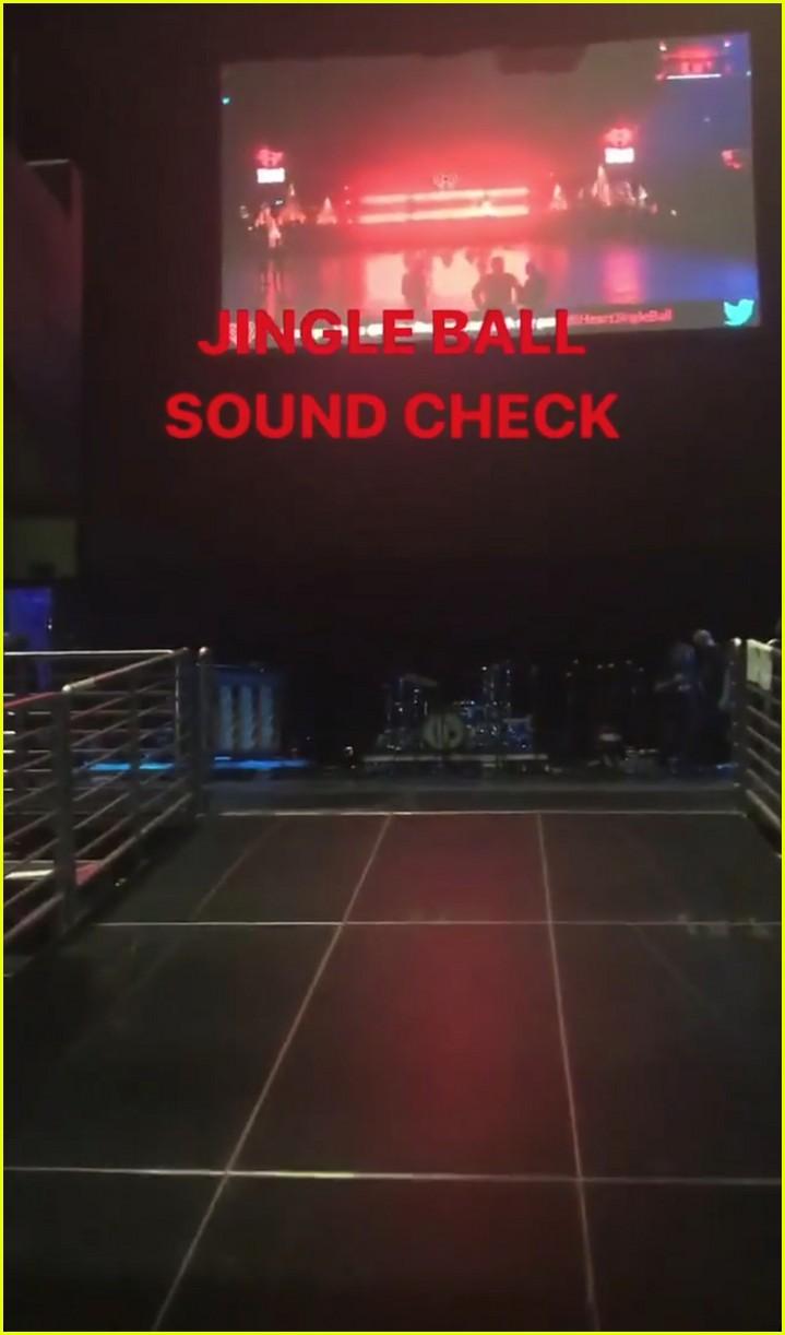 taylor swift takes fans inside jingle ball sound check 013995412