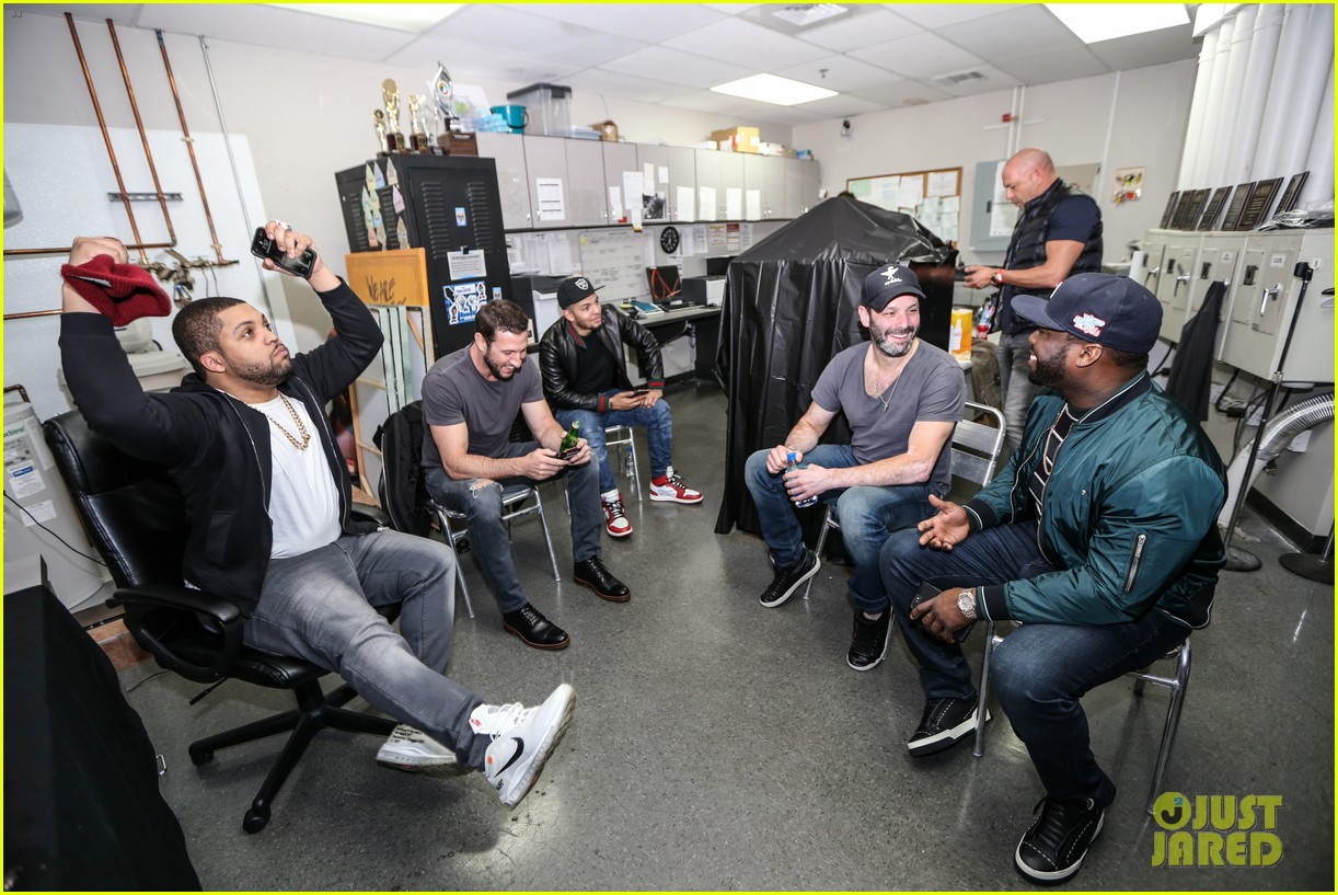 gerard butler 50 cent team up in miami for den of thieves special screening 054012437