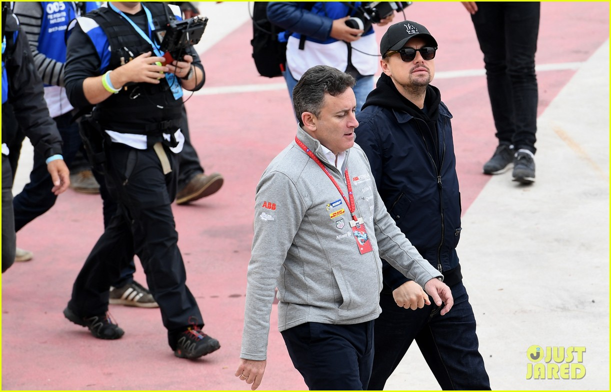 leonardo dicaprio checks out the races in morocco 034014226