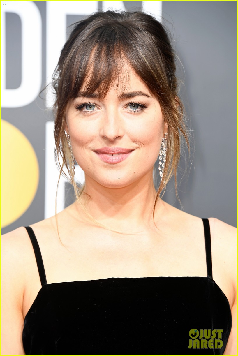 dakota johnson golden globes 2018 044009350