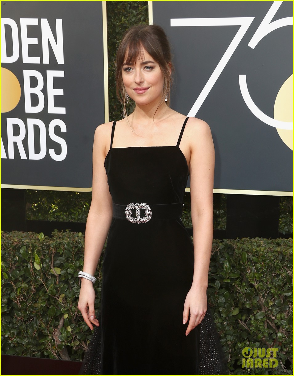 dakota johnson golden globes 2018 054009351
