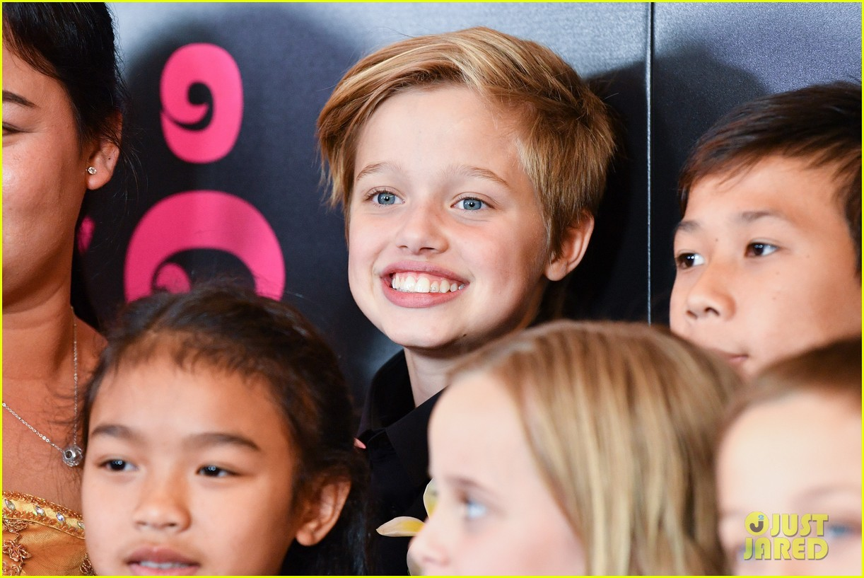 shiloh jolie pitt injured arm 014011367