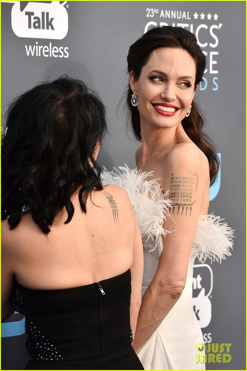 angelina jolie critics choice awards 2018 024012798