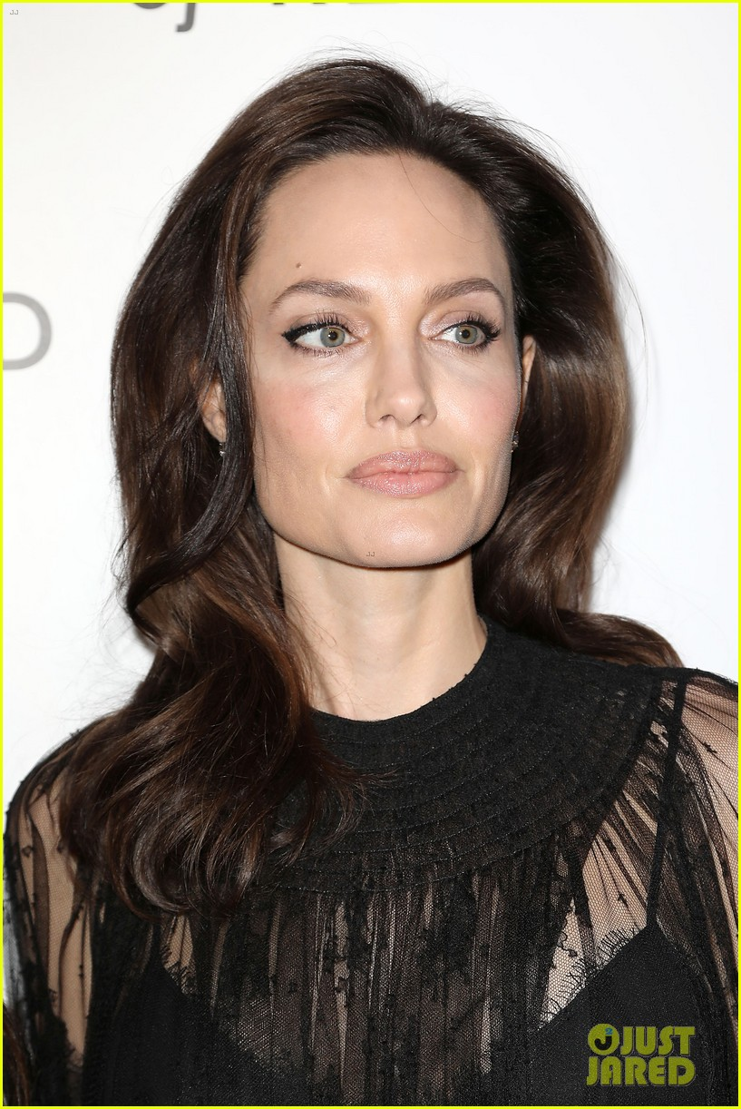 angelina jolies injured daughter shiloh nbr awards 044011902
