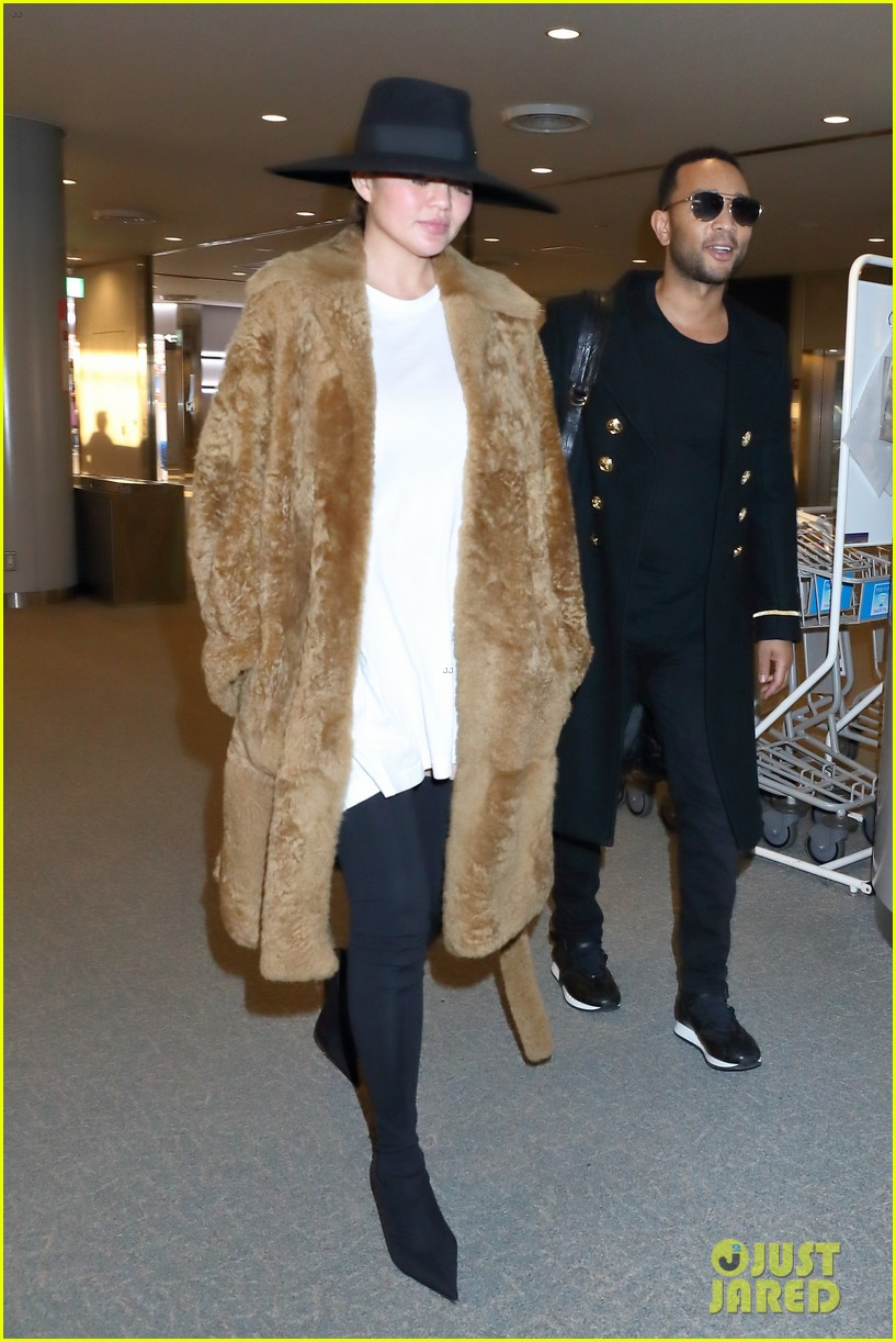 chrissy teigen john legend return home after tokyo flight fiasco 034006472