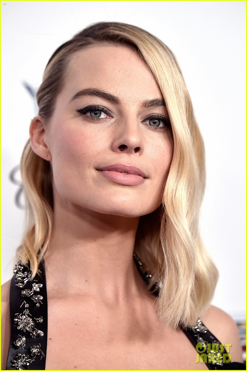 Full sized photo of margot robbie gal gadot producers guild awards margot robbie gal gadot are powerful women at pga awards 2018 voltagebd Images