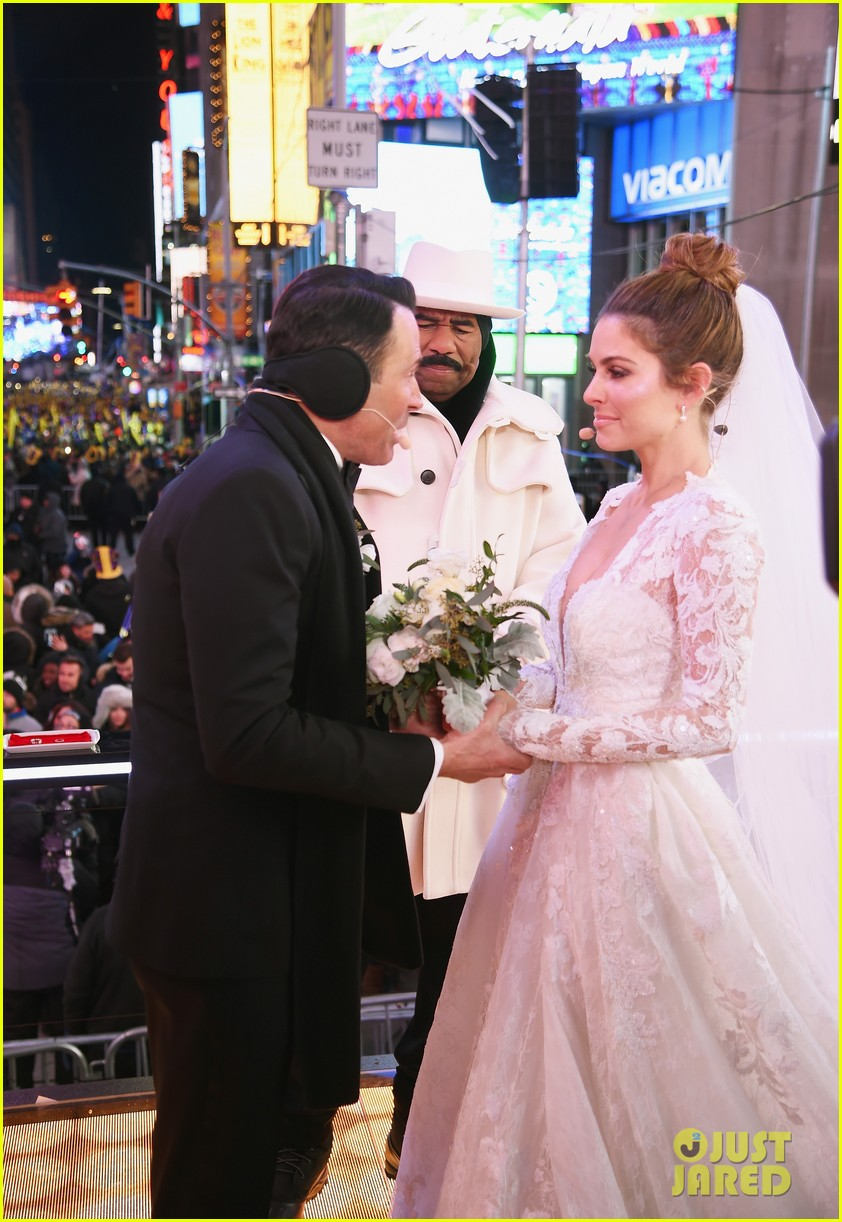 Maria Menounos Marries Keven Undergaro On NYE In Times Square Photos