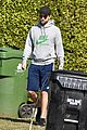 robert pattinson wears his gym clothes for a casual stroll 01
