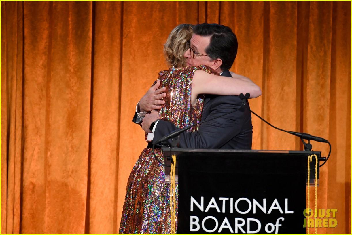 meryl streep kisses robert de niro while being honored at nbr awards 23