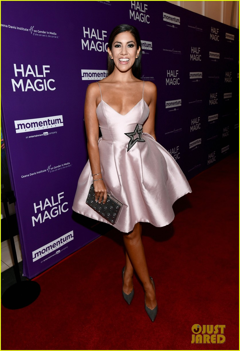 jenna fischer supports former co star anela kinsey at half magic premiere 06