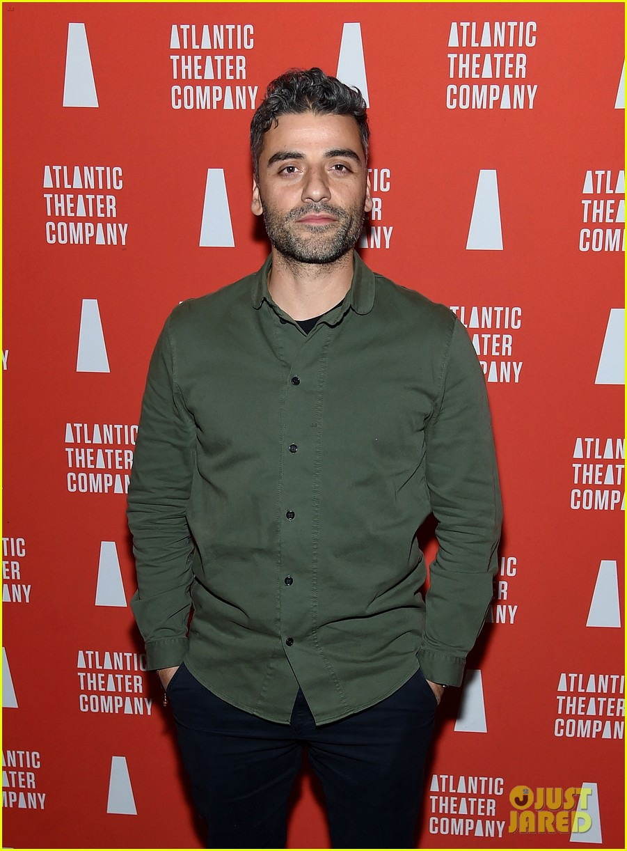 oscar isaac abbie cornish step out to support hangmen opening 10