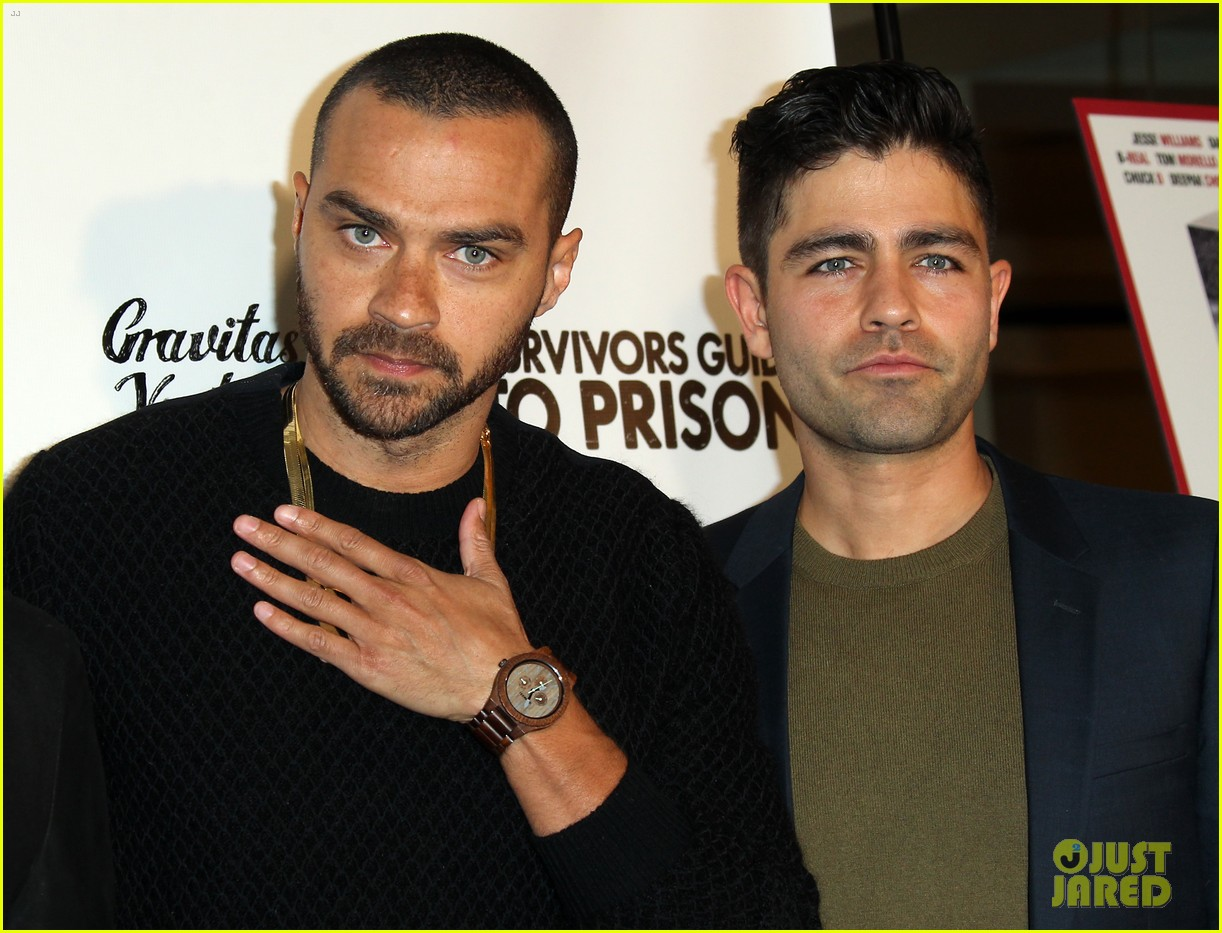 jesse williams adrian grenier buddy up at survivors guide to prison premiere 05