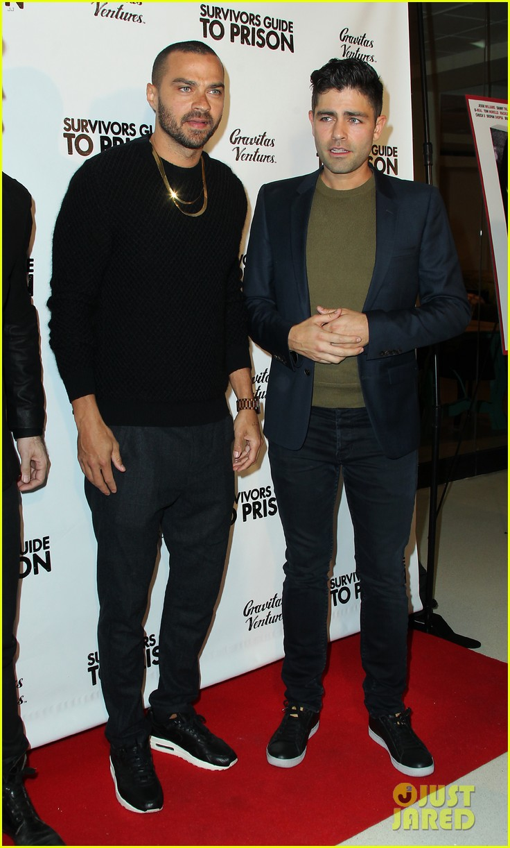 jesse williams adrian grenier buddy up at survivors guide to prison premiere 06