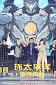 scott eastwood practices his mandarin at pacific rim uprising beijing premiere 03