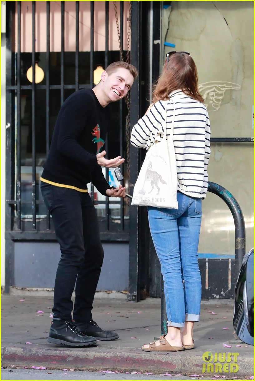 dave franco grabs lunch with his friend ahna oreilly 01