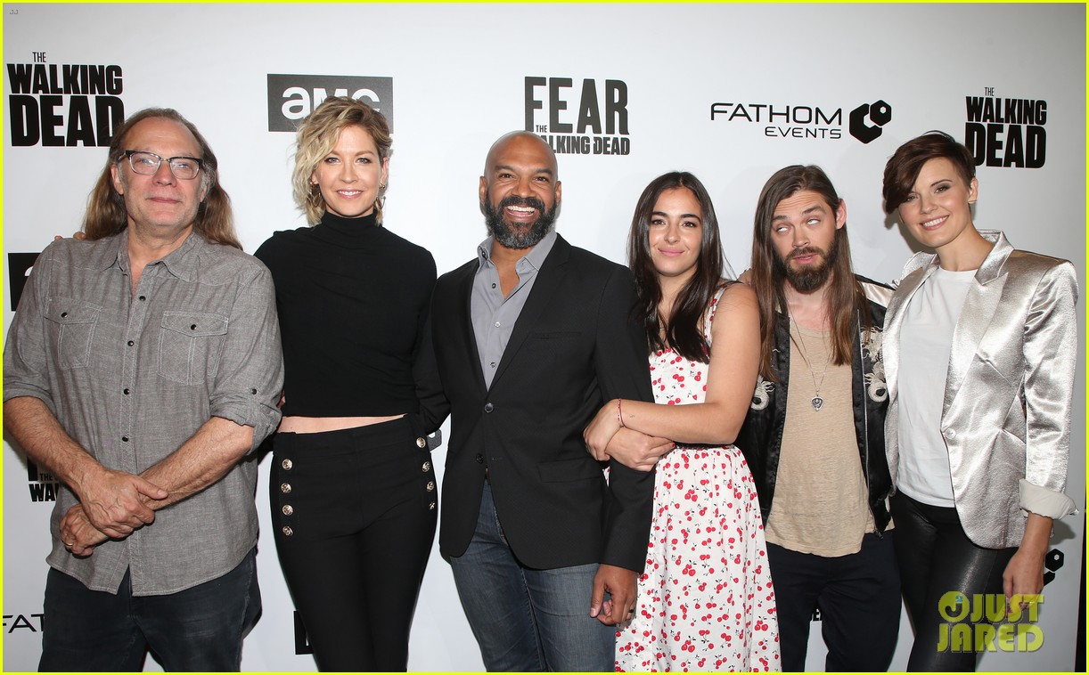 jenna elfman maggie grace more join forces at the walking deads survival sunday 02
