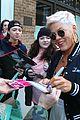 pink signs autographs fans 01