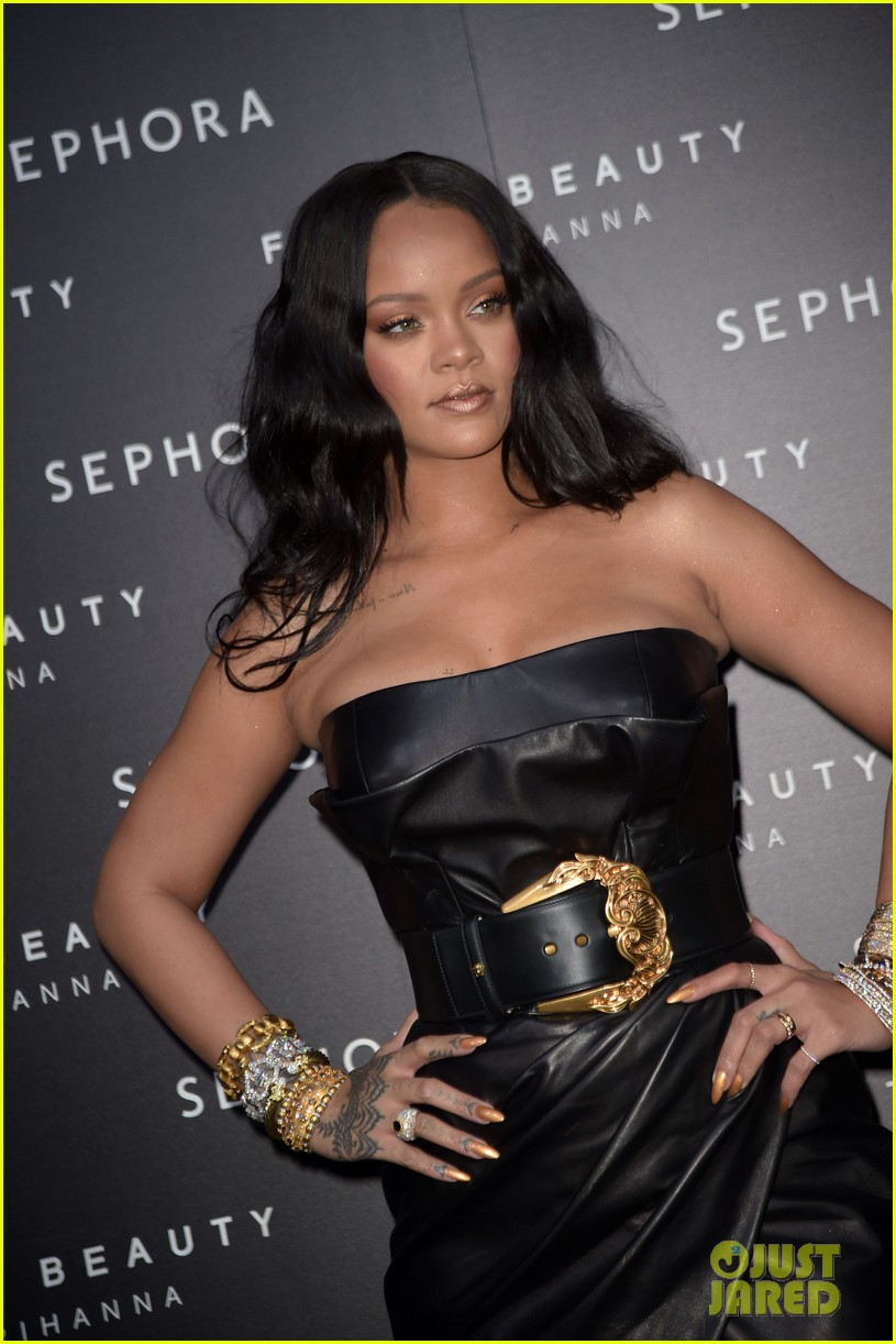rihanna plays with niece majesty at makeup launch 09