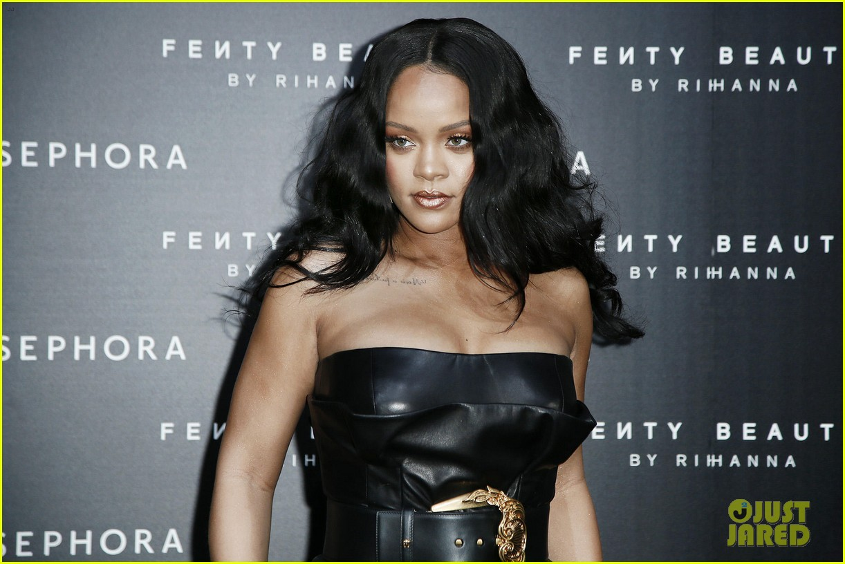 rihanna plays with niece majesty at makeup launch 16