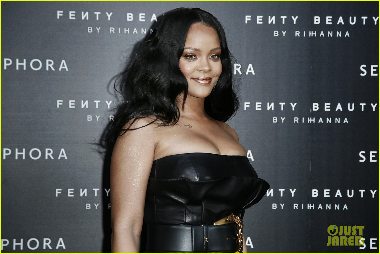 rihanna plays with niece majesty at makeup launch 17