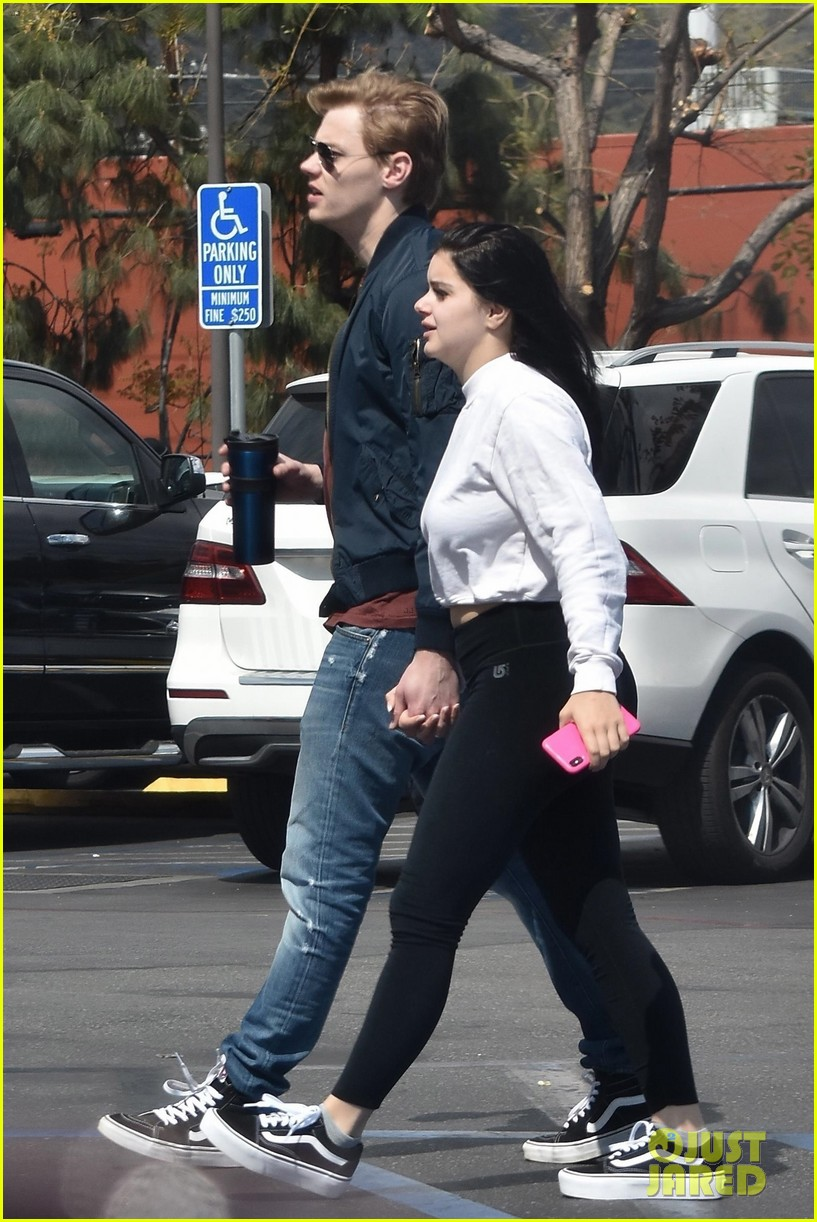Full Sized Photo of ariel winter and levi meaden rock ...