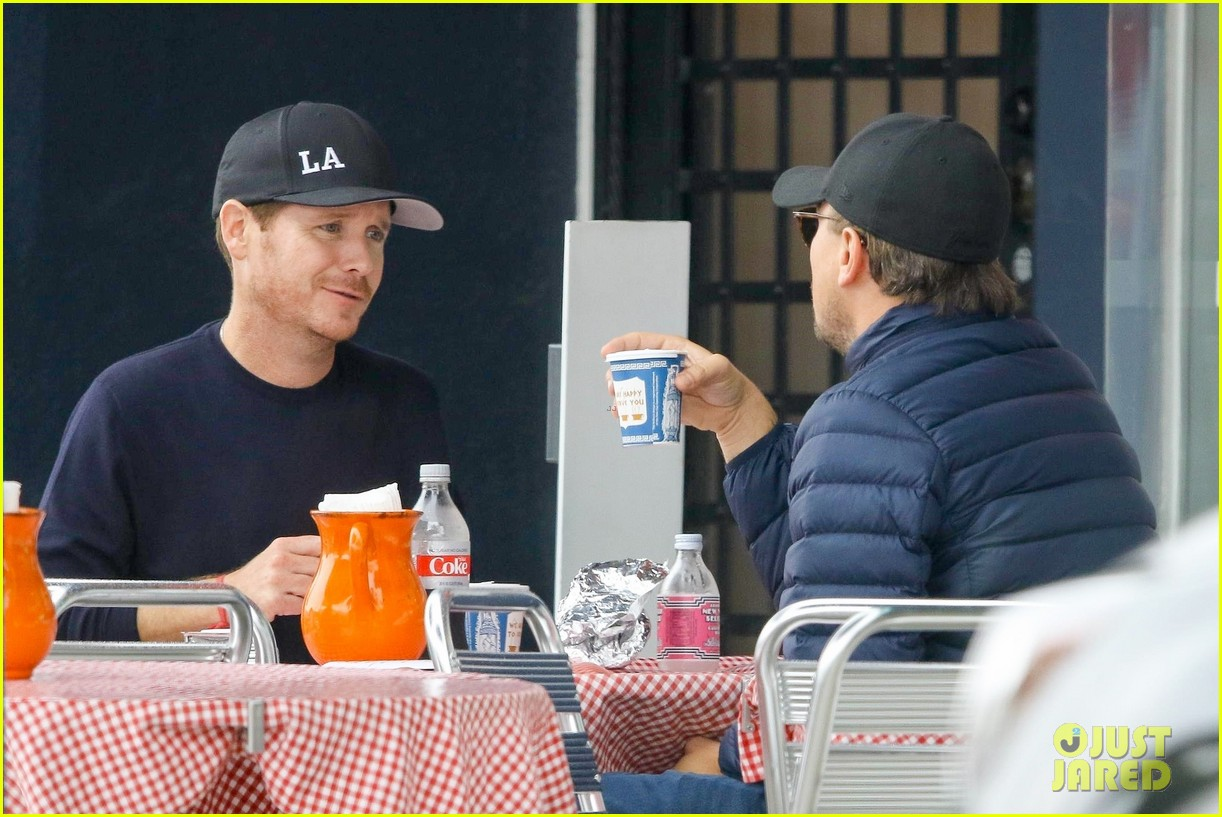 leonardo dicaprio and kevin connolly grab a bite together 15