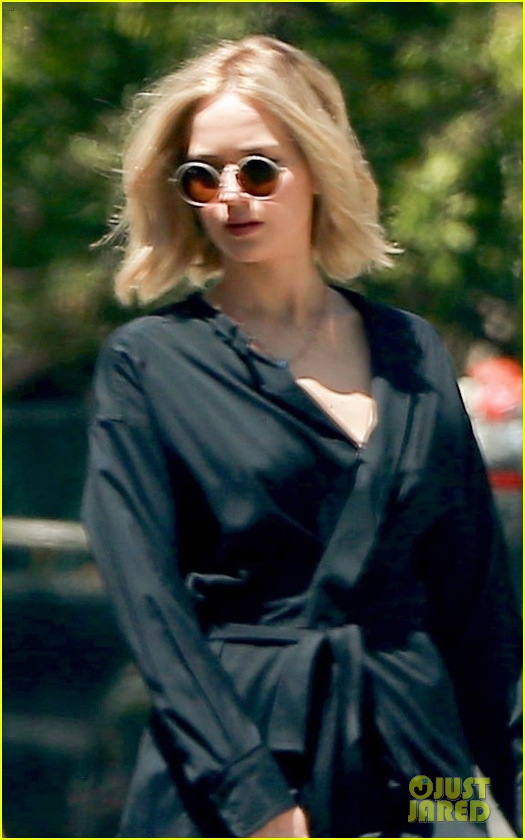 jennifer lawrence kicks off her day with a meeting 02