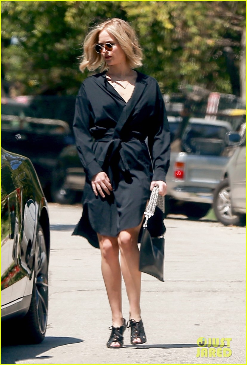 jennifer lawrence kicks off her day with a meeting 03