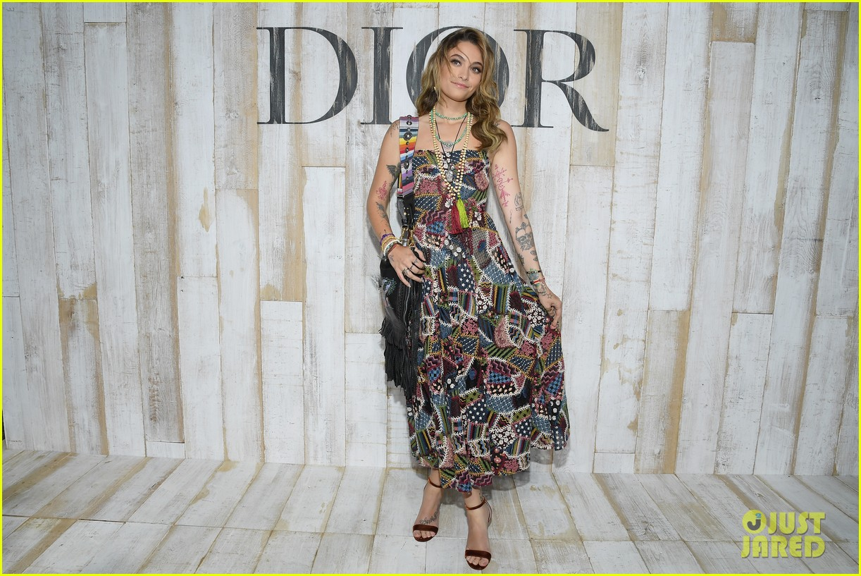 billie lourd and paris jackson get colorful at christian dior photo call 02