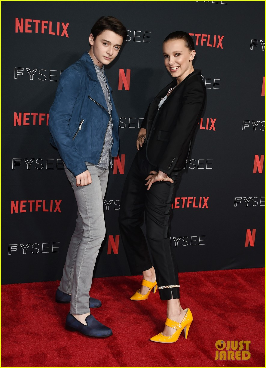 millie bobby brown naoh schnapp hold hands at stranger things panel 18