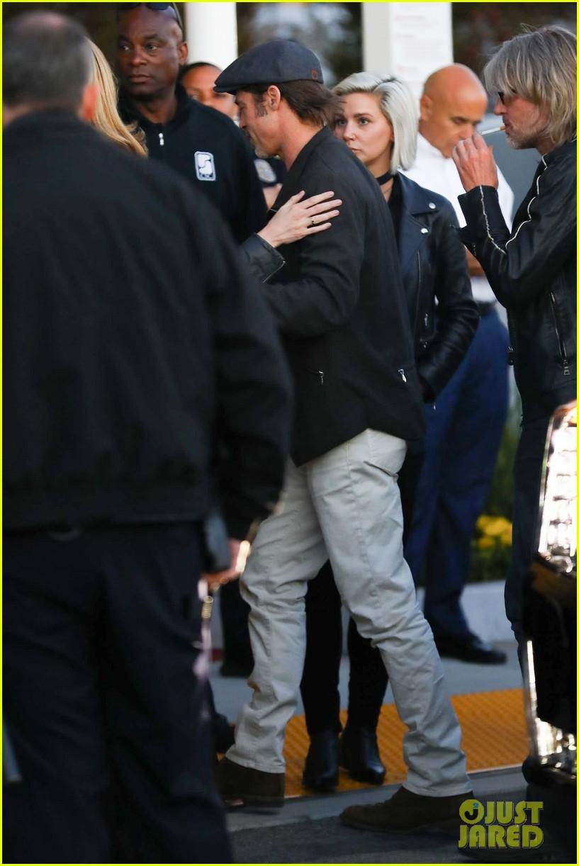 Brad Pitt Arrives to Watch U2 in Concert!: Photo 4084441   Brad Pitt
